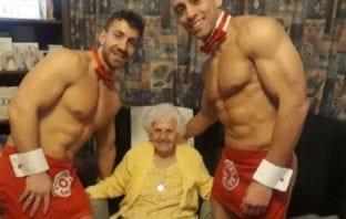 """Sus 100 años se lo celebran con dos """"stripers"""""""