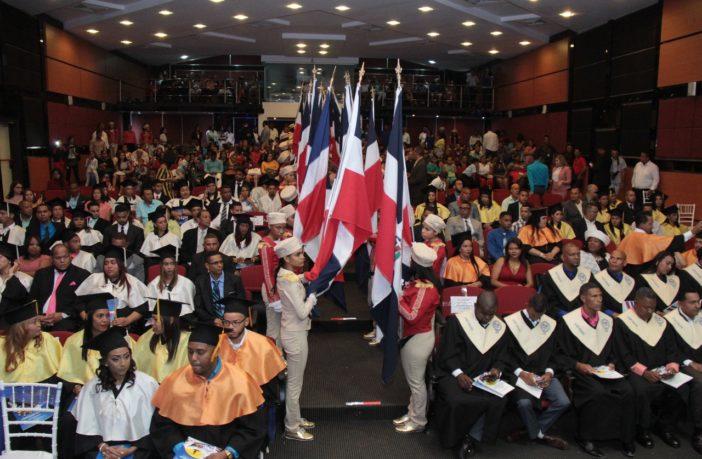 UASD inviste a 80 profesionales en La Vega
