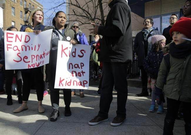 Barrio dominicano en Nueva York protesta por presencia de agentes de inmigración