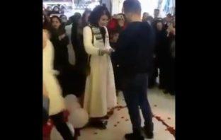 Detienen pareja irani por pedido de matrimonio en publico