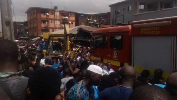 Más de 100 niños atrapados al colapsar un edificio con una escuela en Nigeria