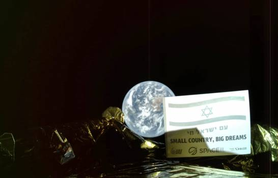 Nave espacial toma una selfie con la Tierra de fondo
