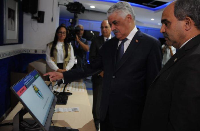 Pleno JCE realiza demostración del Voto Automatizado en el PRD, Miguel Vargas saluda iniciativa