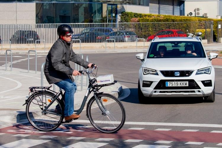 Durante el MWC en Barcelona Telefónica mostró cómo se implementaría el 5G en un vehículo conectado para permitir una conducción más segura.