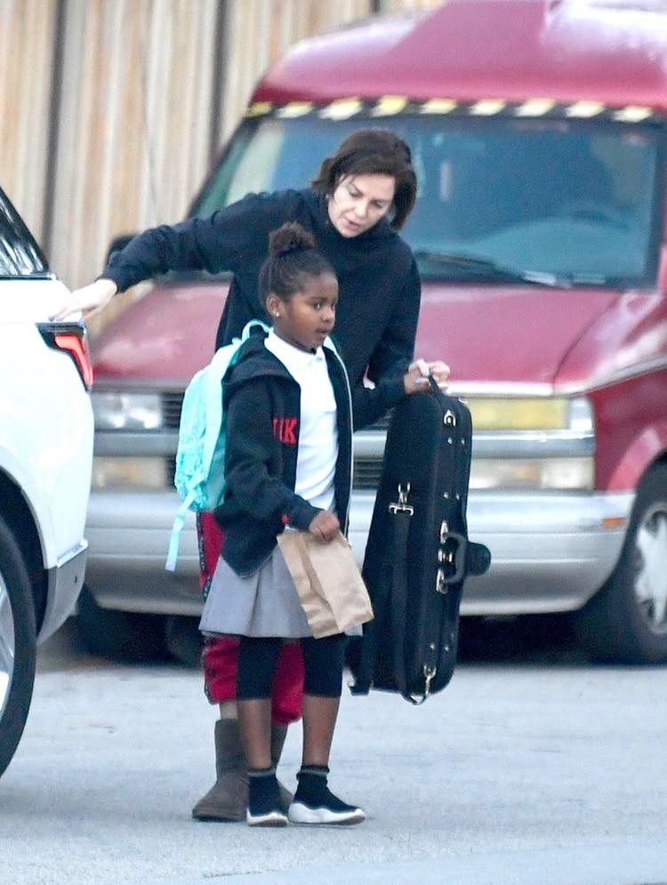 Charlize Theron, de 43 años, con su hija Jackson en Los Ángeles (The Grosby Group)