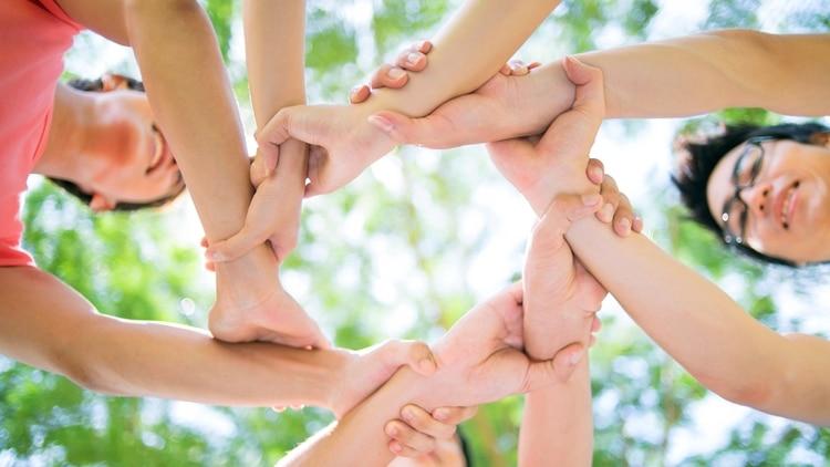 Pensar en equipo y dejar de lado la identidad propia es una de las prácticas más necesarias para ser exitoso (Shutterstock)