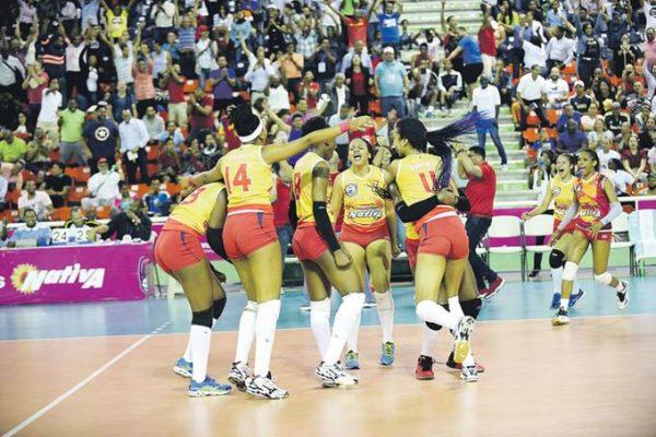 Mirador le ha ganado a las Caribeñas seis de los siete sets de la final.