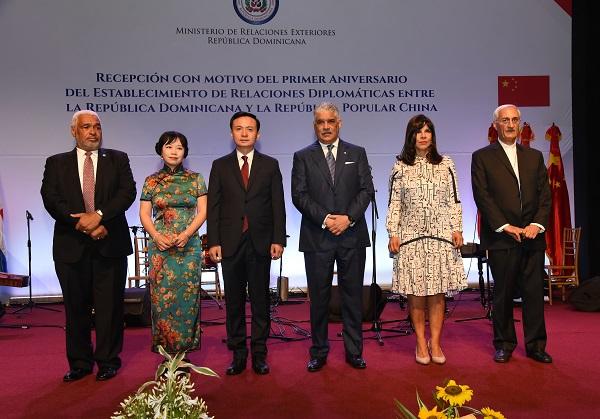 Foto del canciller en aniversario relaciones con China