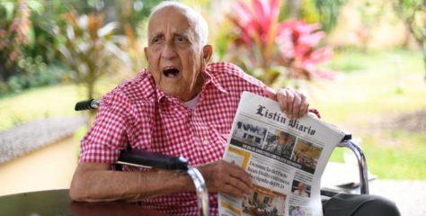 Médico dominicano con 102 años dice no trasnocharse y comer poco es el secreto de su longevidad