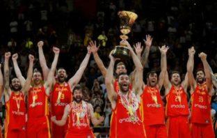 Integrantes del equipo de España luego de conquistar la corona